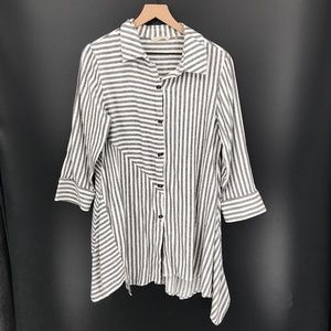 Soft Surroundings Long Asymmetrical Tunic top standout shirt Stripe M women's